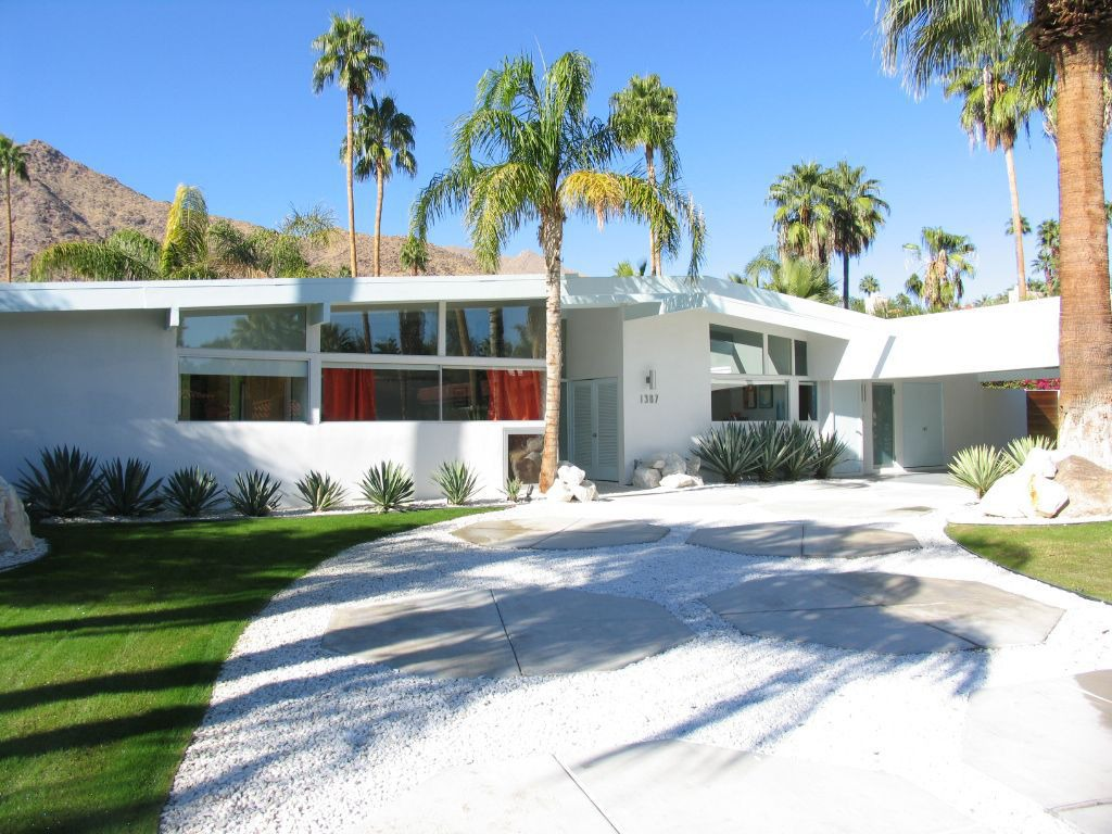 California style mid century modern bungalow for New modern homes palm springs